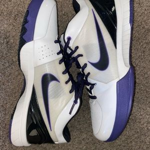 Kobe 4 in inline Size 12 VNDS Purple and White